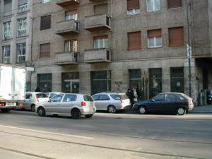 strada e edificio